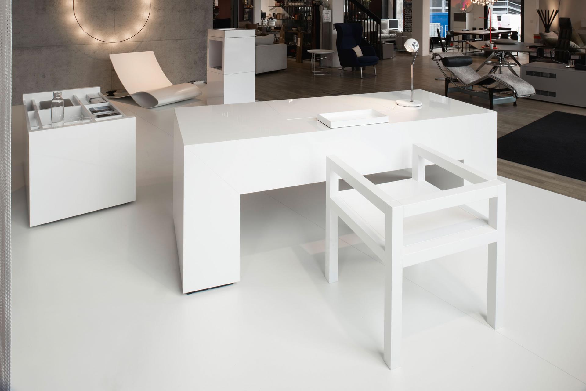 Schreibtisch commentor exklusiver schreibtisch von rechteck for Schreibtisch container design