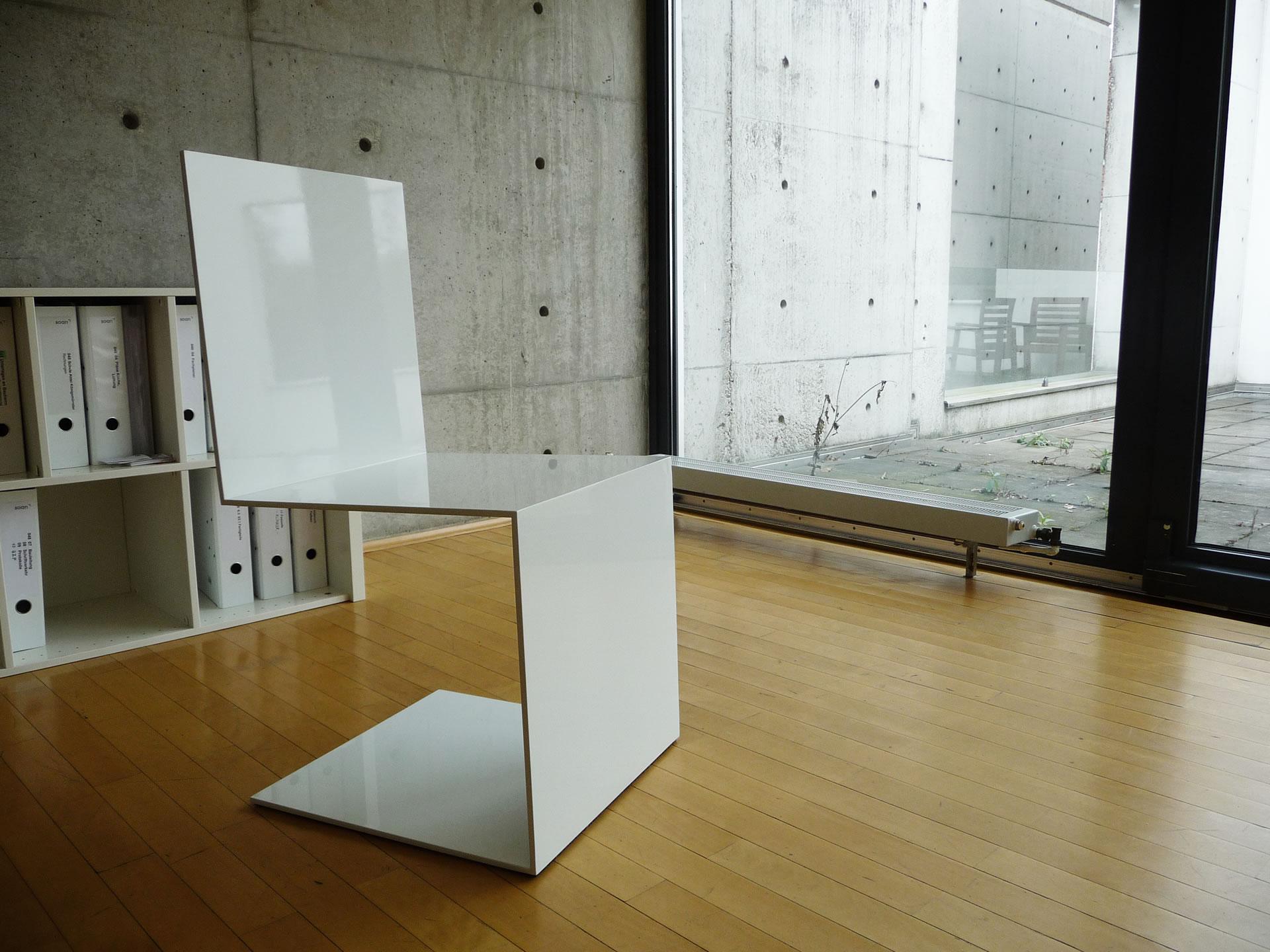 freischwinger stuhl commodus quadratischer weisser designer freischwinger stuhl von rechteck. Black Bedroom Furniture Sets. Home Design Ideas